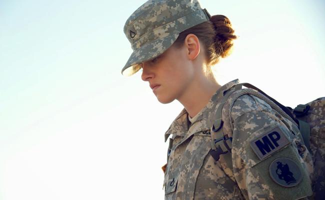 tenue militaire Kristen Stewart