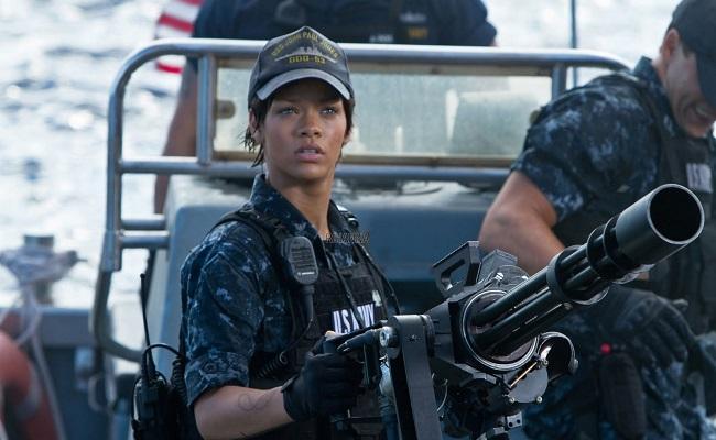 Rihanna tenue militaire